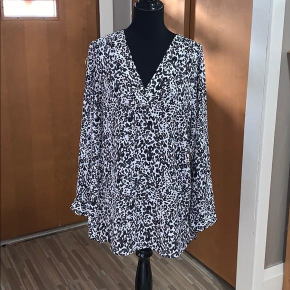 EVRI animal print black/white long sleeve blouse